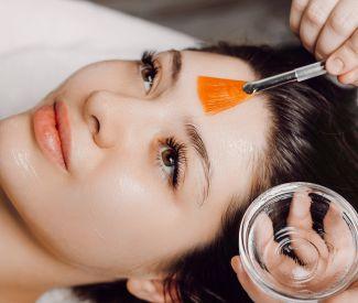 Tratar el acné, marcas o poro dilatado.